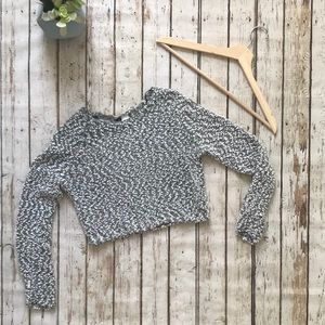H&M Divided Popcorn Knit Crop Top